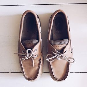 6.5 • Sperry Boat Shoes